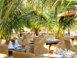 Restaurant La terrasse du Port de l'hôtel Le Lamantin Beach en Afrique