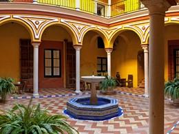 Le patio de l'hôtel Las Casas de la Juderia en Espagne