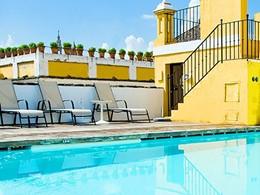 Autre vue de la piscine de l'hôtel Las Casas de la Juderia en Espagne