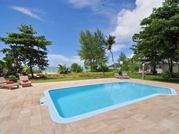 Profitez de la belle piscine du Côte d'Or Foot Print