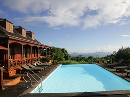 Autre vue de la piscine du Jardin de Malanga aux Antilles