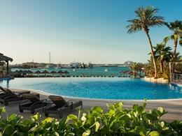 La piscine du Méridien Mina Seyahi à Dubaï