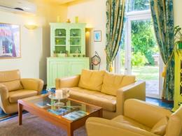 Chambre Salon vue Piscine de l'hôtel Le Nautile