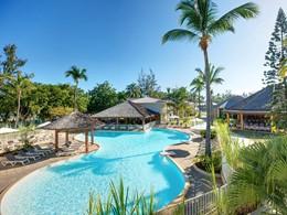 Profitez de la magnifique piscine du Récif Hotel