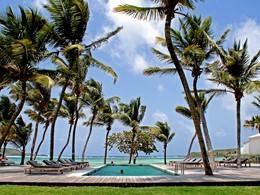 La piscine de l'hôtel Le Sereno aux Antilles