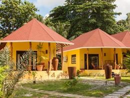 Vue des villas de l'hôtel Les Lauriers