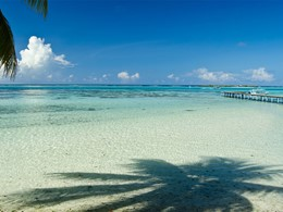 Le lagon entourant l'hôtel Les Tipaniers en Polynésie