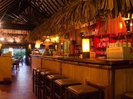 Le bar de l'hôtel Les Tipaniers en Polynésie