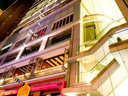 Vue de l'hôtel LKF by Rhombus situé au coeur de Lan Kwai Fong