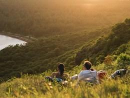 Contemplez un magnifique coucher de soleil au pied du Morne