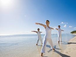 Séance de yoga sur la plage