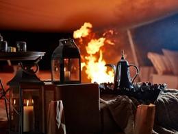 Détente au coin du feu au Magic Private Camps à Oman