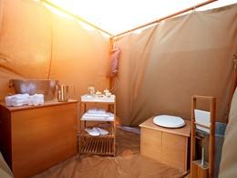 La salle de bain de la tente du Magic Private Camps
