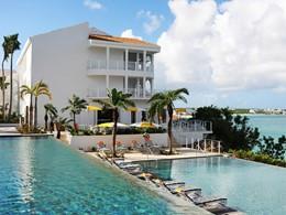 Profitez de la belle piscine de l'hôtel Malliouhana