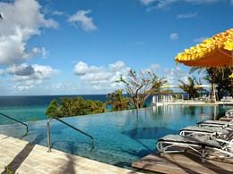 La superbe piscine de l'hôtel Malliouhana à Anguilla