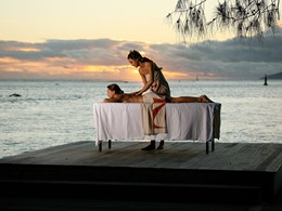 Massage face à l'océan à l'hôtel Manava Suite Resort