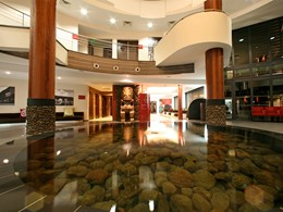 Le hall d'entrée de l'hôtel Manava Suite Resort à Tahiti