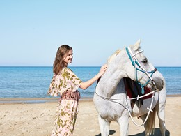 Balade à dos de cheval sur la superbe plage du Mandola Rosa