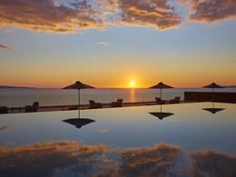 Admirez l'horizon et ses couchers de soleil