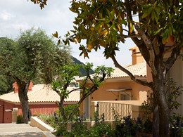 Le Marbella Nido est niché au cœur d'un beau jardin