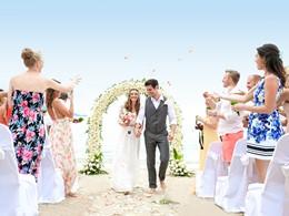 Mariage dans un cadre idyllique au Melati Beach Resort
