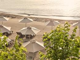 Profitez de la belle plage privée du Minos Palace