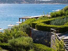 Le Minos Palace est niché au coeur d'un beau parc paysager