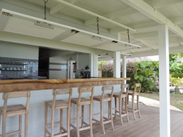 Le bar du Moorea Beach Lodge en Polynésie