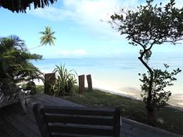 La terrasse du Bungalow Plage du Moorea Beach Lodge