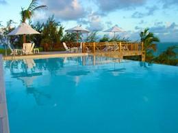 La piscine où se prélasser sous le soleil