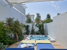 White Bliss with Private Jacuzzi® Garden View