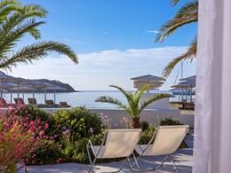 Détente à l'ombre à l'hôtel Mykonos Ammos à Ornos