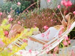 Relaxez-vous sous le soleil Méditerranéen au Mykonos Ammos