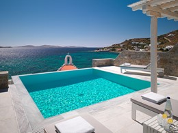 La piscine de la Suite du Mykonos Grand en Grèce