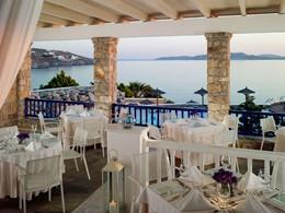 Spécialités grecques au restaurant Dolphins of Delos du Mykonos Grand