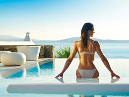 Profitez des superbes piscines du Mykonos Grand