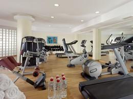 La salle de remise en forme de l'hôtel Mykonos Grand