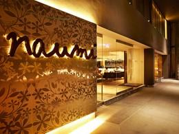 L'entrée de l'hôtel Naumi à Singapour