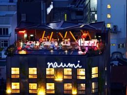 Profitez de vues magnifiques sur la ville de la terrasse du Naumi