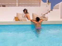 Un moment d'intimité dans la piscine