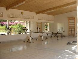 La salle de remise en forme de l'hôtel Neptune situé au Senegal