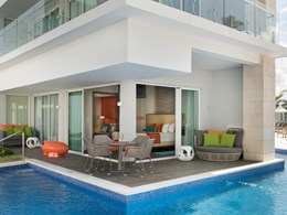 Swank Wraparound Swim-up Suite