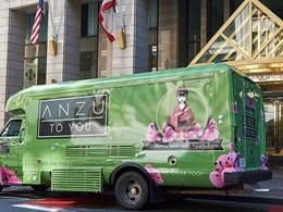 L'Anzu Food Truck situé sur le trottoir de l'hôtel Nikko