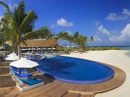 Vue de la piscine et de la plage