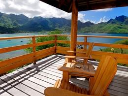 La terrasse d'un bungalow du Keikahanui Pearl Lodge sur les Iles Marquises