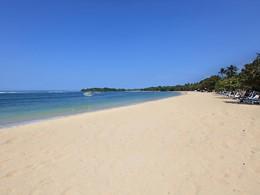 La longue et belle plage du Nusa Dua Beach Hotel