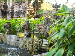 Le Nusa Dua Beach Hotel est situé dans un beau parc tropical