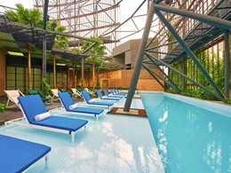 La superbe piscine sur le toit de l'Oasia Hotel Downtonwn