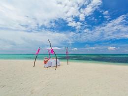 Somptueux repas romantique sur la plage de l'Olhuveli
