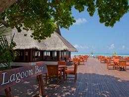 Lagoon Bar de l'hôtel Olhuveli situé aux Maldives